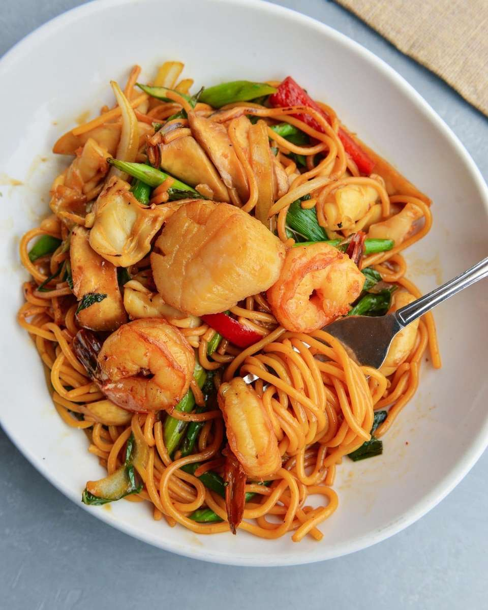 Garlic Noodles with Seafood