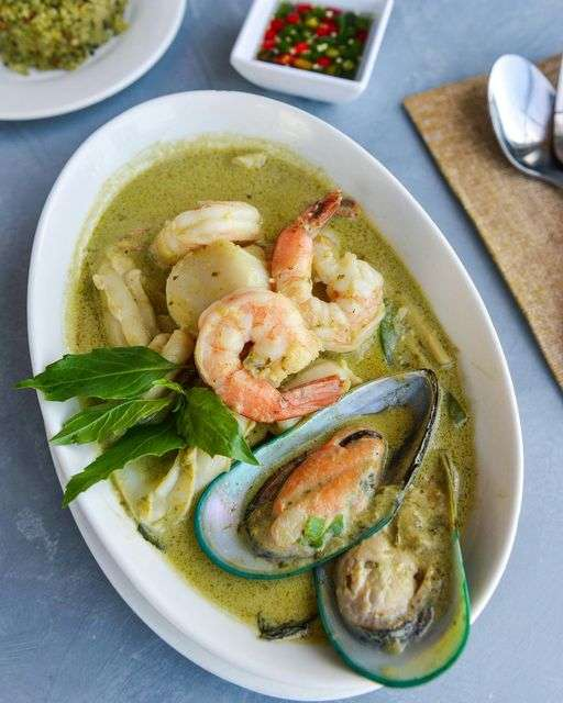 Seafood Green Curry
