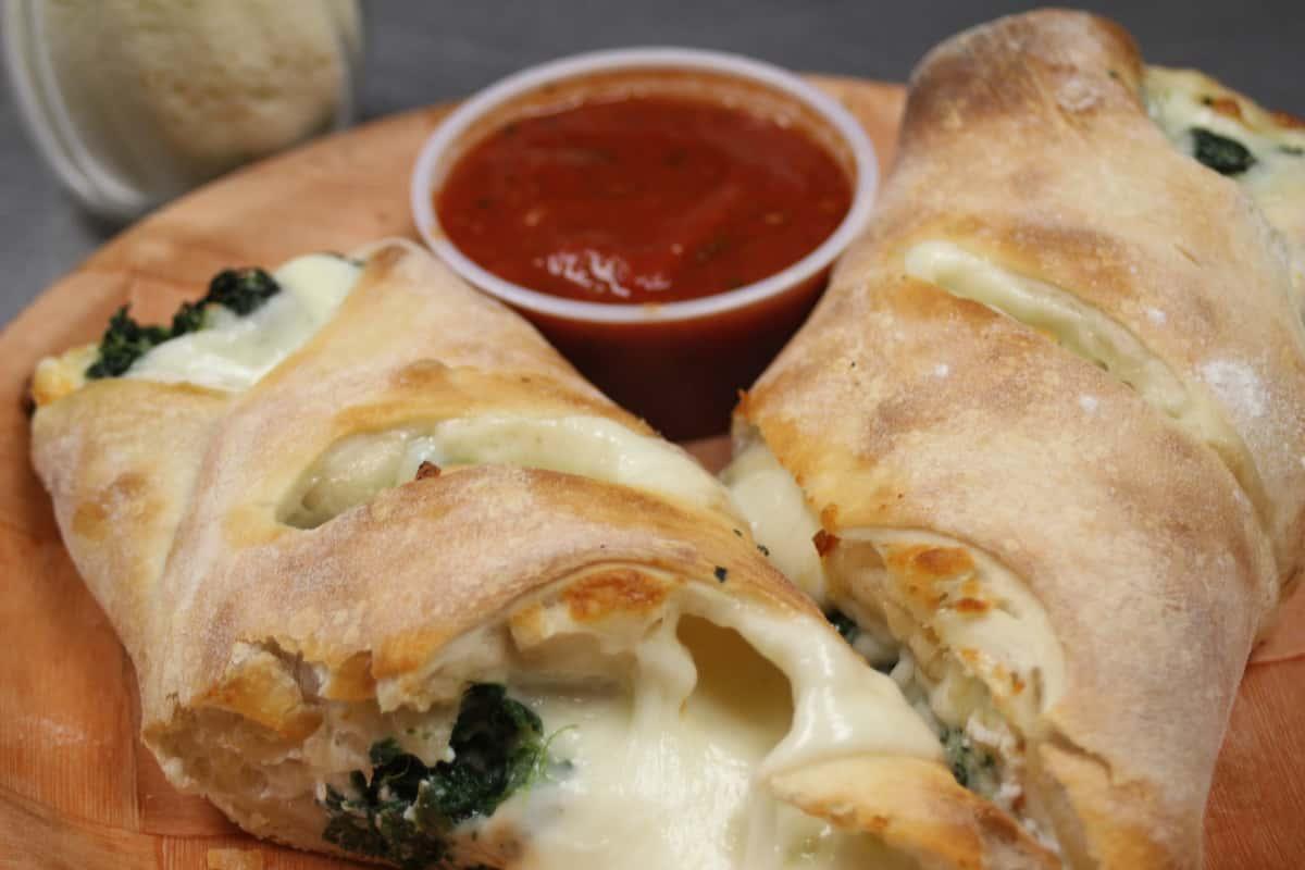 Mike's Pizza Deli Station