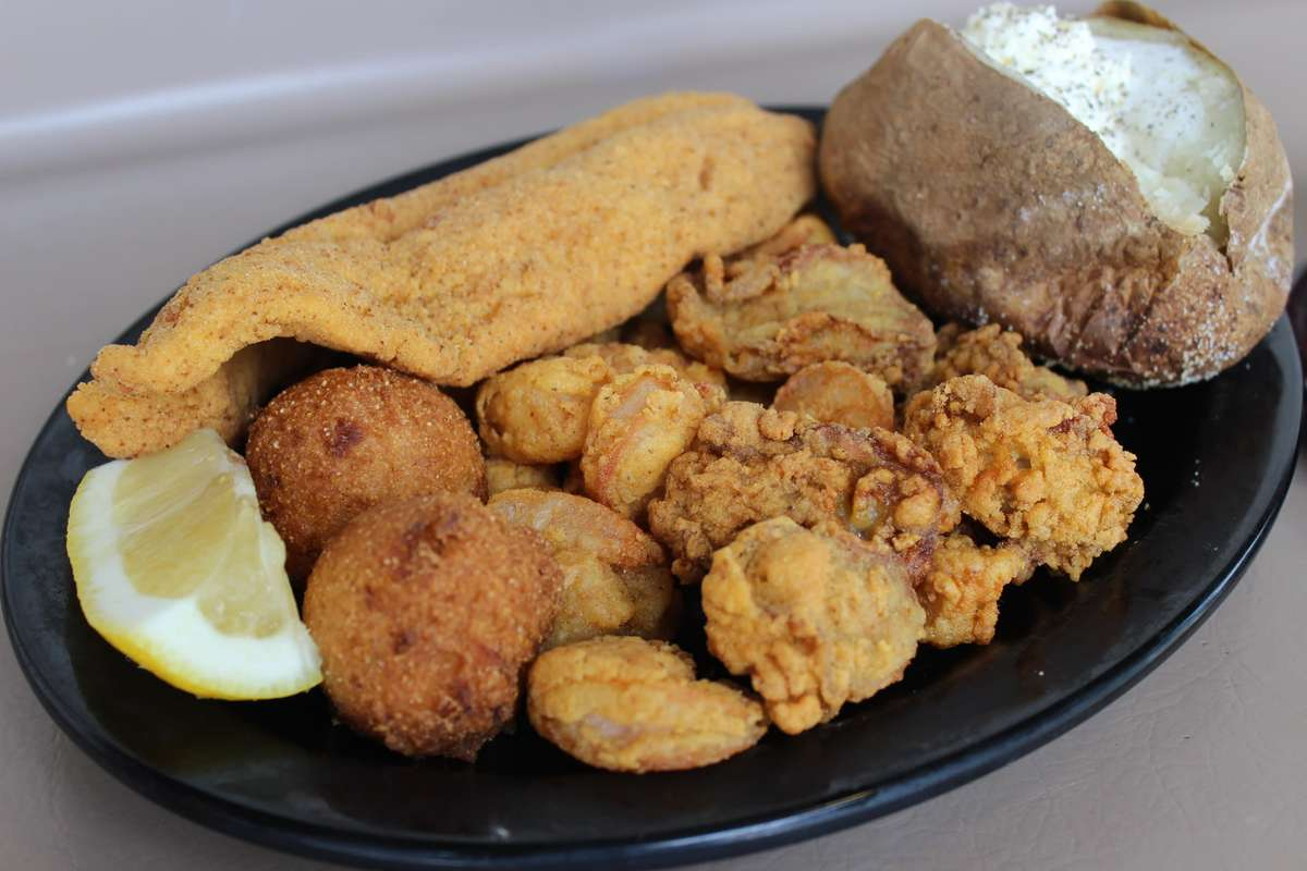 Assorted Fried or Broiled Seafood Platter