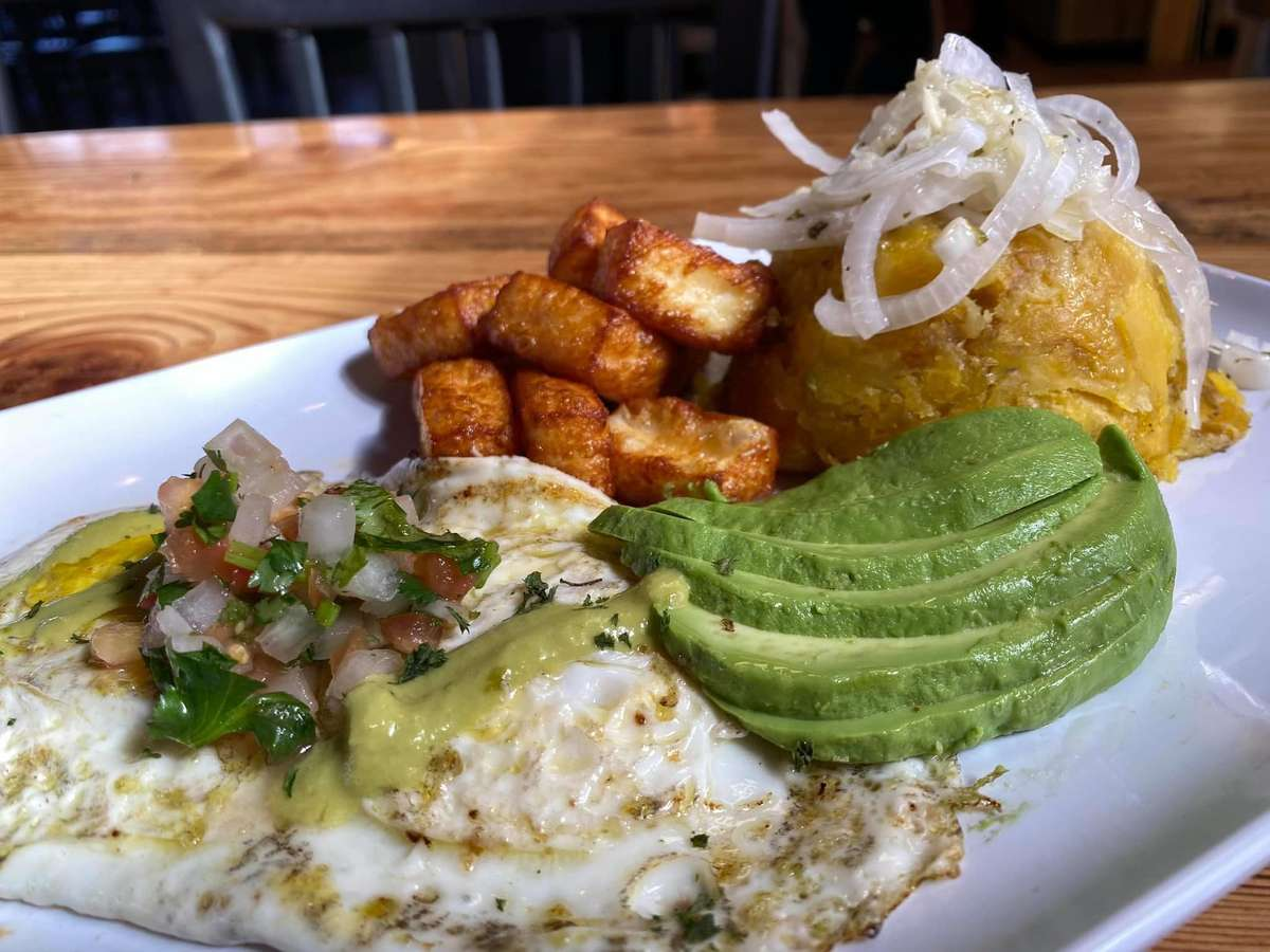 Eggs, hashrowns, pico de gayo and avacado