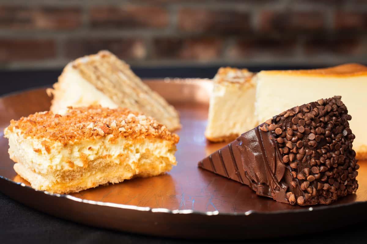 Dessert Tray ( 8 Assorted Slices)