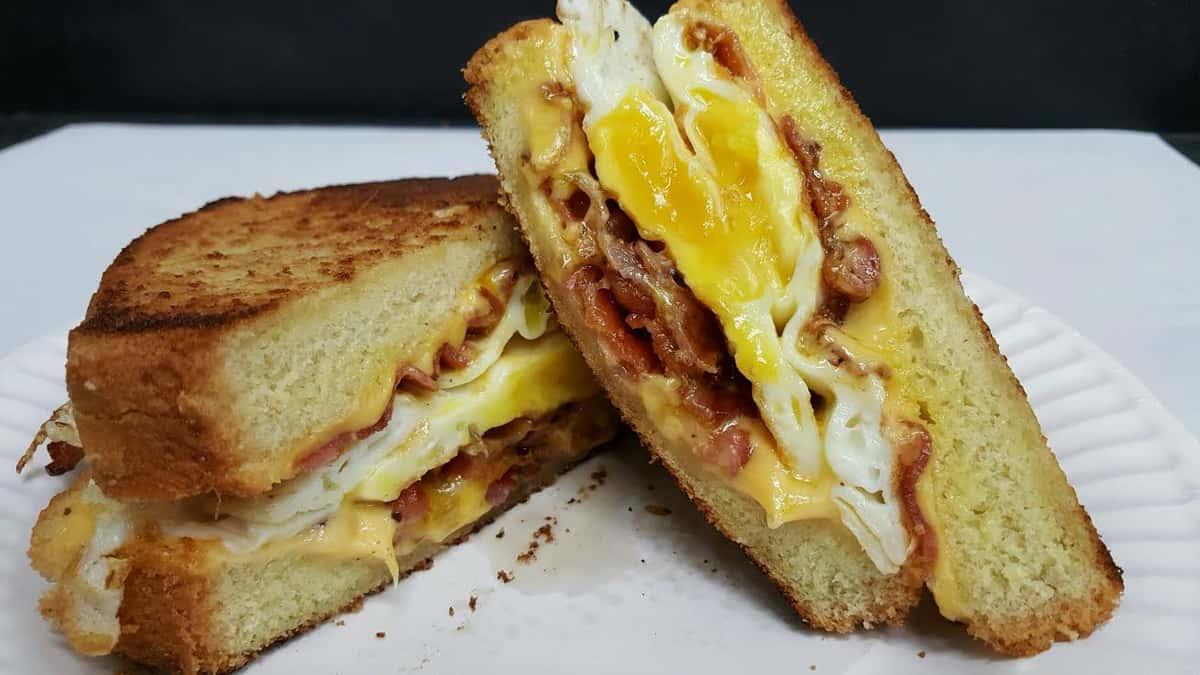 2 Eggs & Bacon or Ham