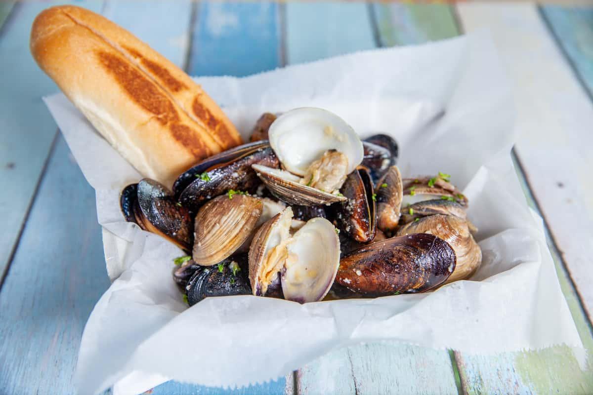 Garlic Clams & Mussels