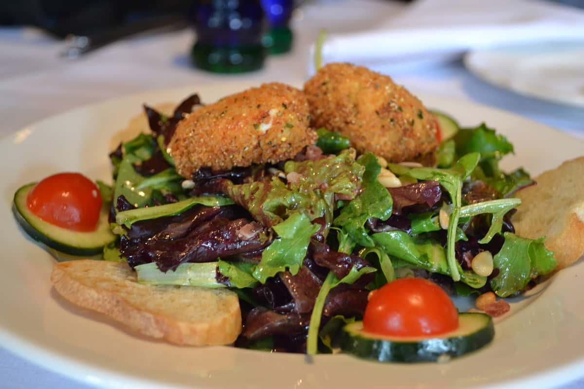 Salade de Mesclum au Chèvre Chaud