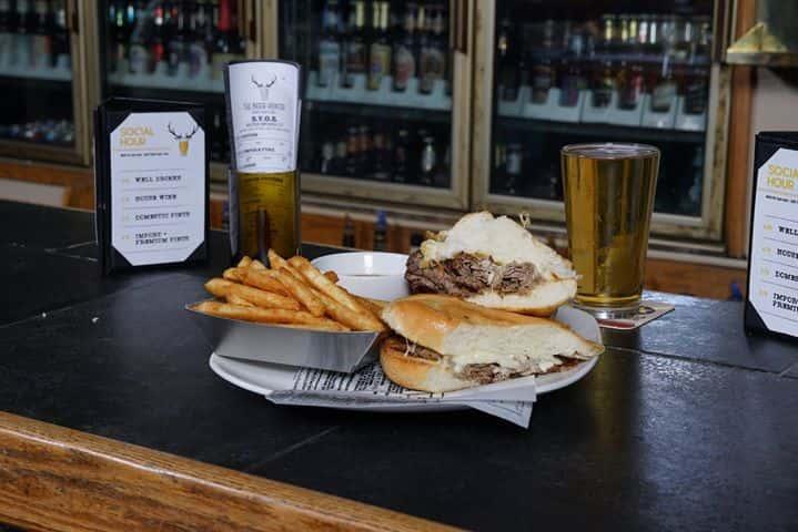 burger on bar