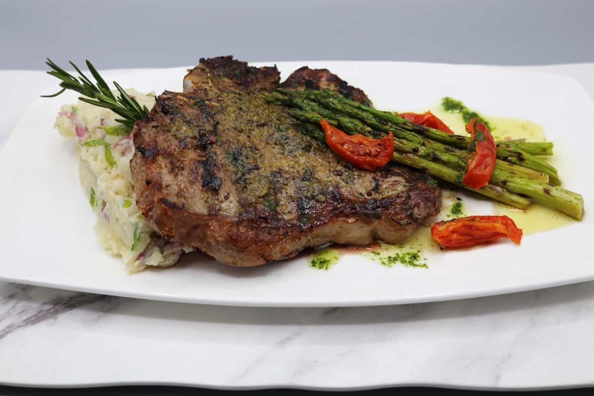 Char-Grilled & Broiled 20oz Aged Porterhouse Steak