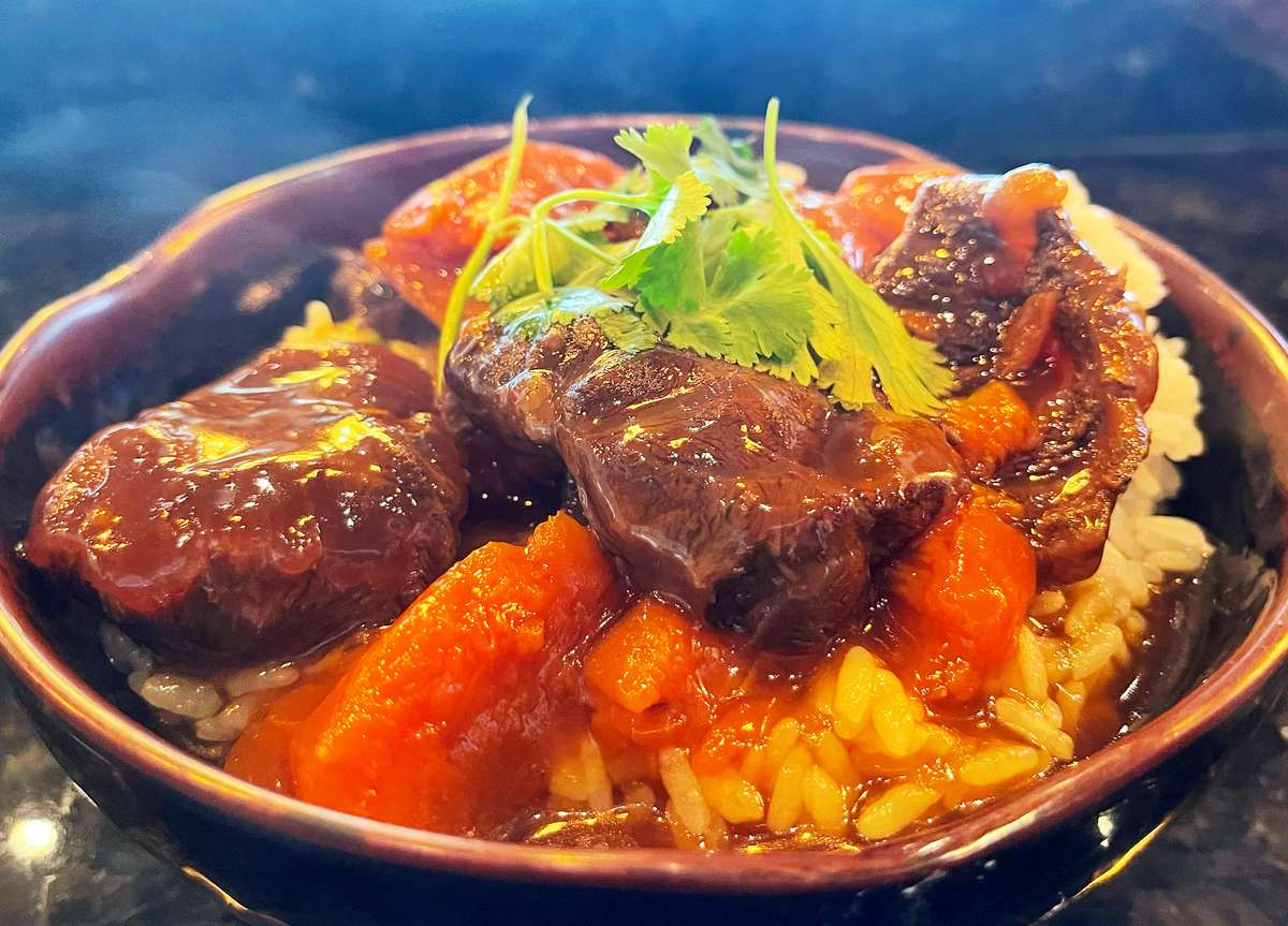 Stewed Beef Over Rice (紅燒牛肉飯)