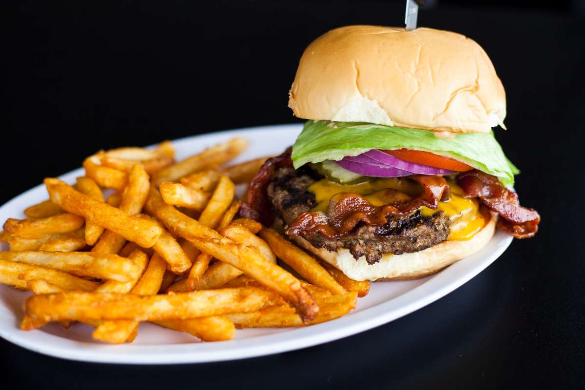 Hwy 7 Cheddar Burger*