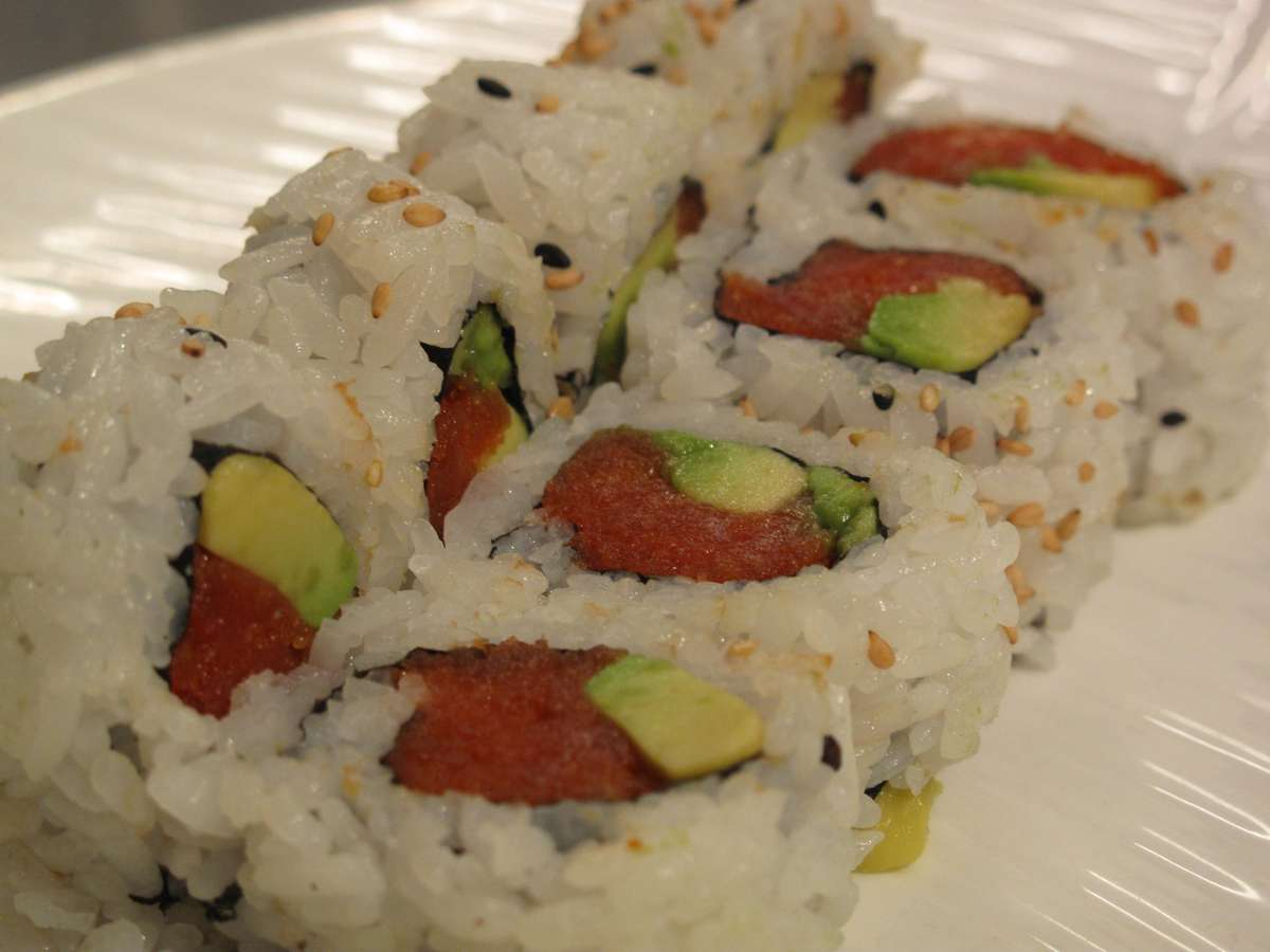 Spicy Tuna Avocado Roll*
