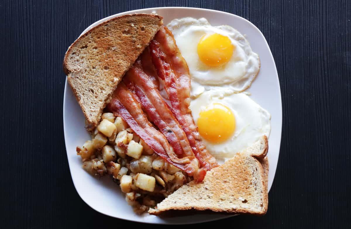 2 Eggs, Toast, & Homefries