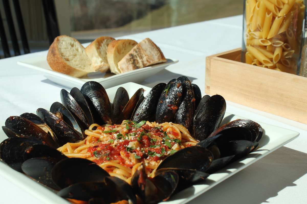 Linguini & Mussels - (Red or White)