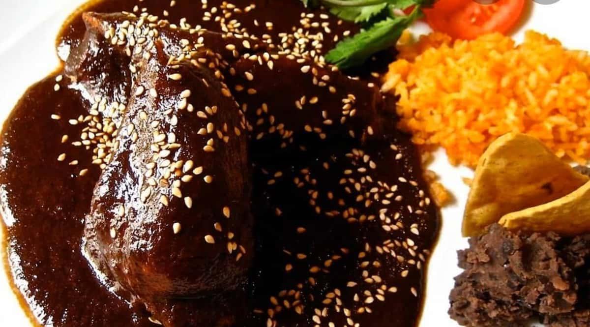 Chef Lupe's Pollo En Mole Poblano