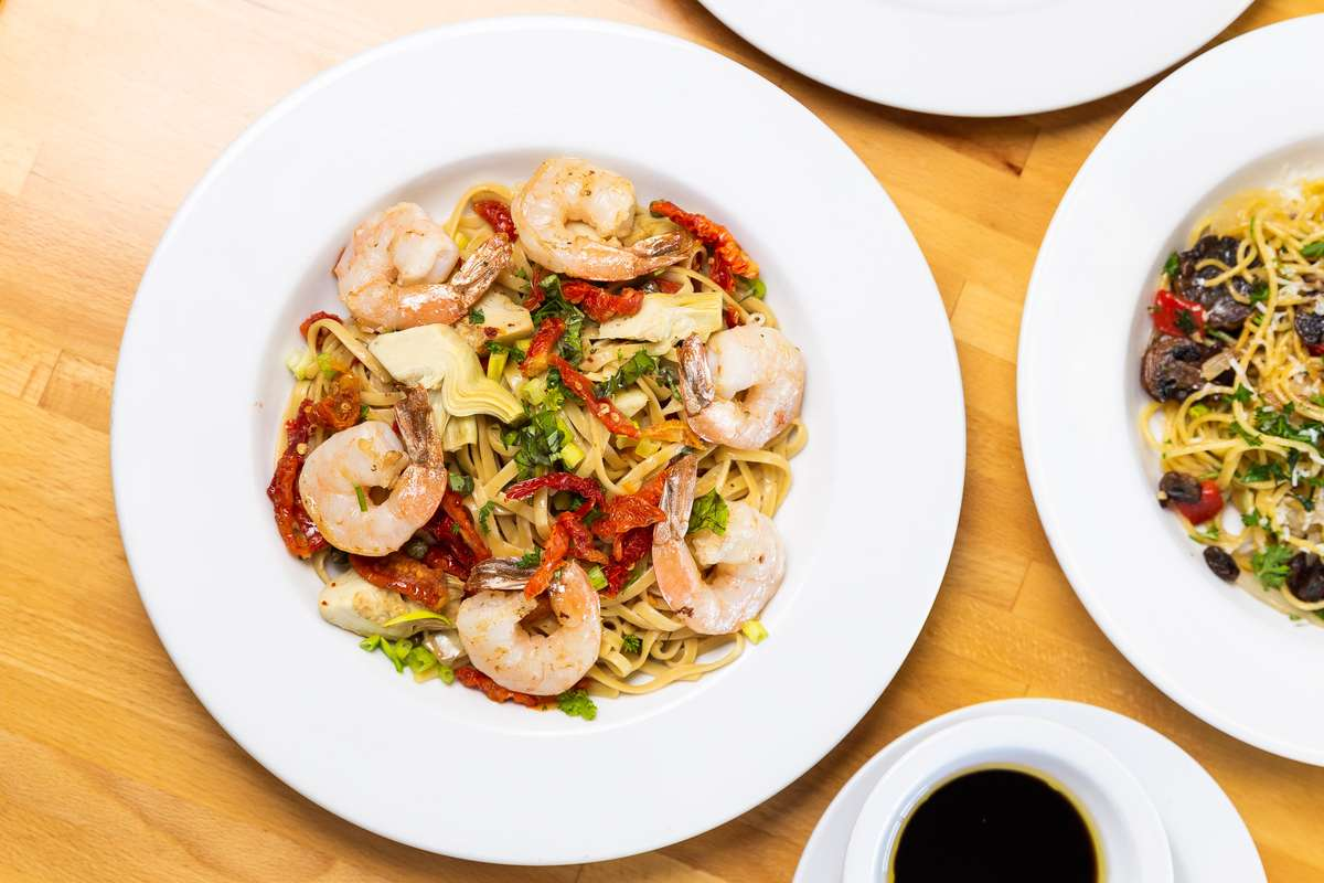 Shrimp with peppers and pasta