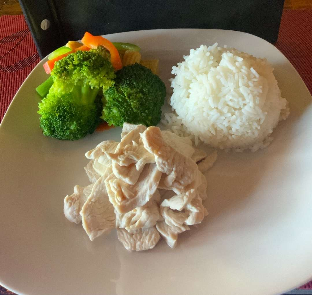 Steamed Chicken and Mixed Veggies with Rice