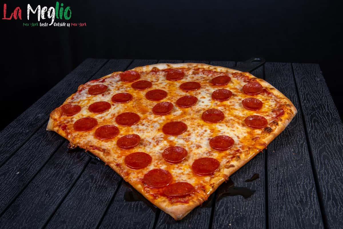 Pepperoni Giant Slice
