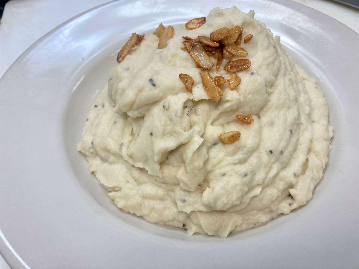 Roasted Garlic Mashed Potatoes (No Skin)
