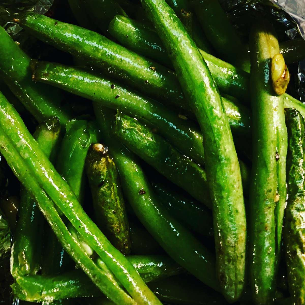 Green Beans with Roasted Garlic Chips