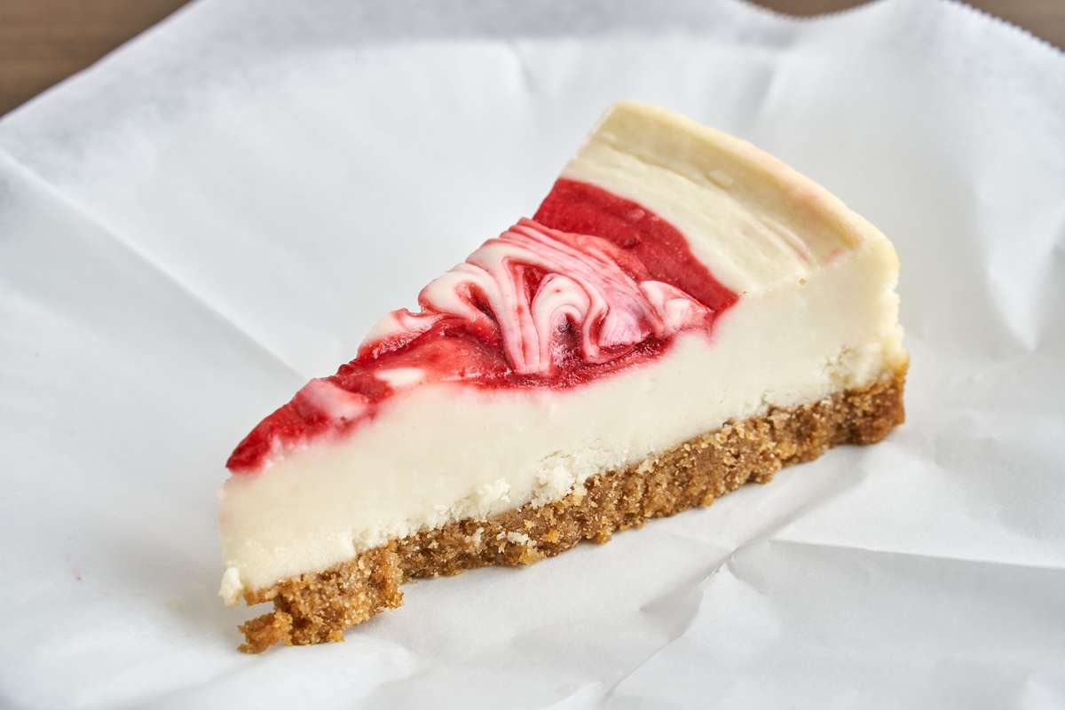 Strawberry Swirl Cheese Cake (1 Slice)