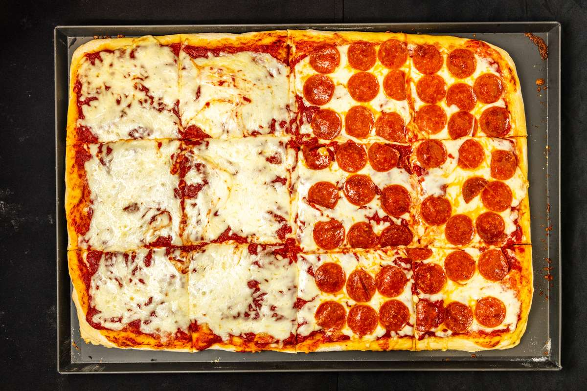 Cheese or pepperoni pizza