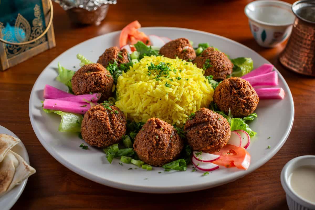 Falafel Dinner Plate (Vegetarian Delight)