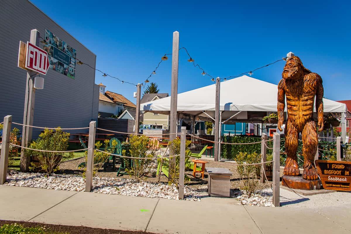 Growler's Alley Beer Garden