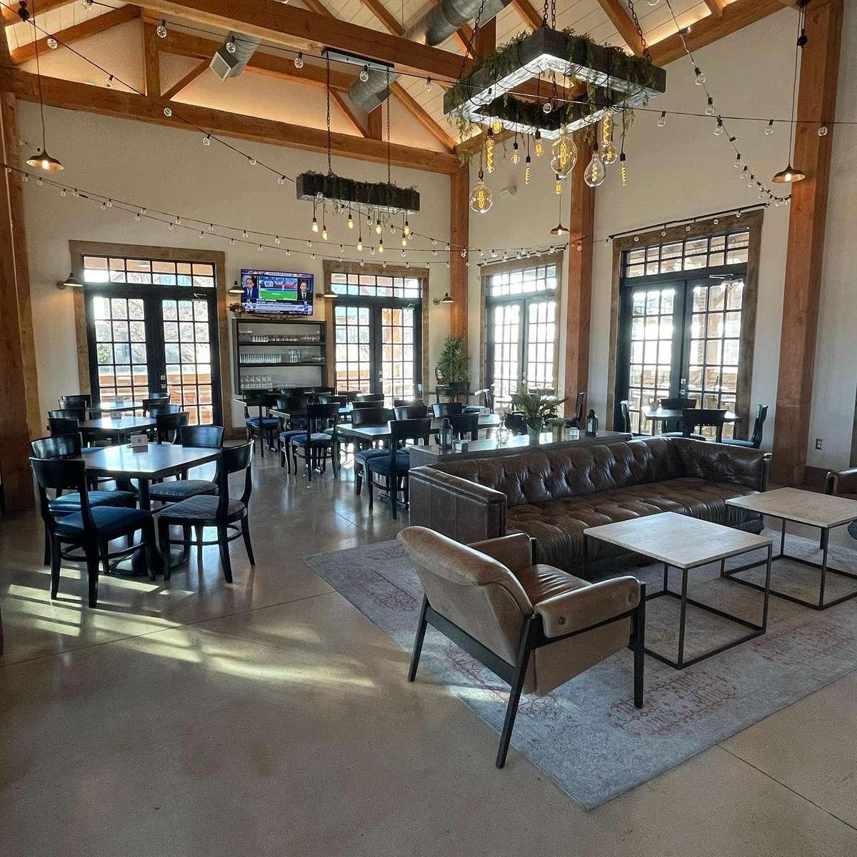 Dinning Room & Lounge Area