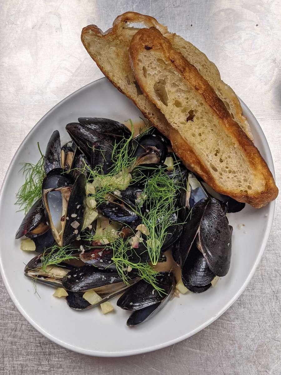 Mussel & Toast