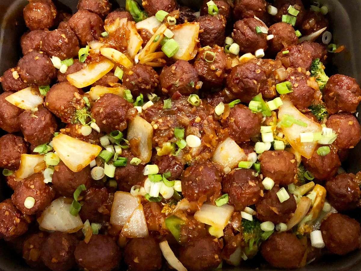 Chicken Meat Balls in Hot Garlic
