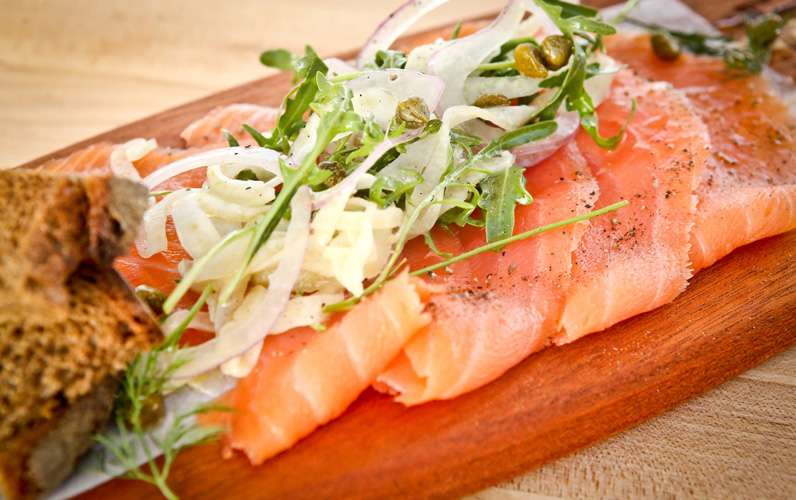 thin sliced salmon with bread