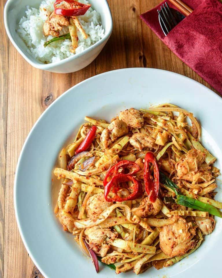 Thai Style Chicken with Baby Bamboo – Gà Xào Măng Thái Lan