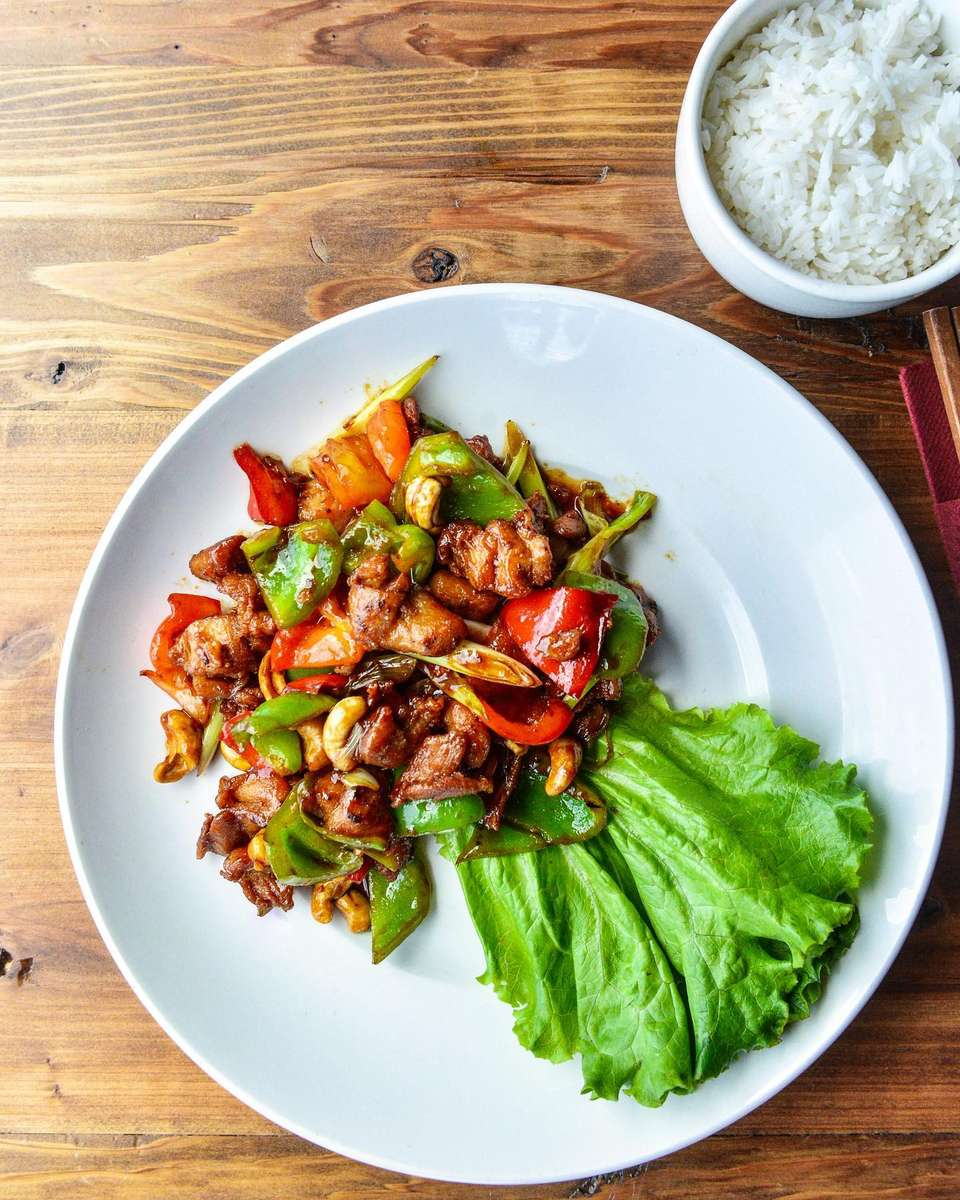 Chicken & Cashews– Gà Xào Hột Điểu
