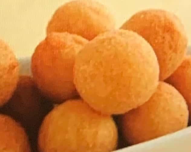 """Cheese Balls - 6 count """"Bolinhos de Queijo - 6 pecas"""""""