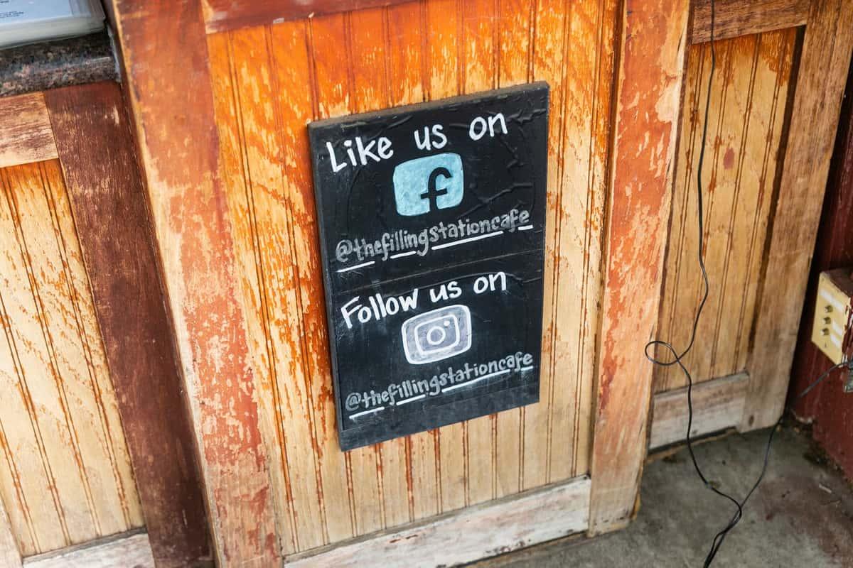 facebook and instagram sign