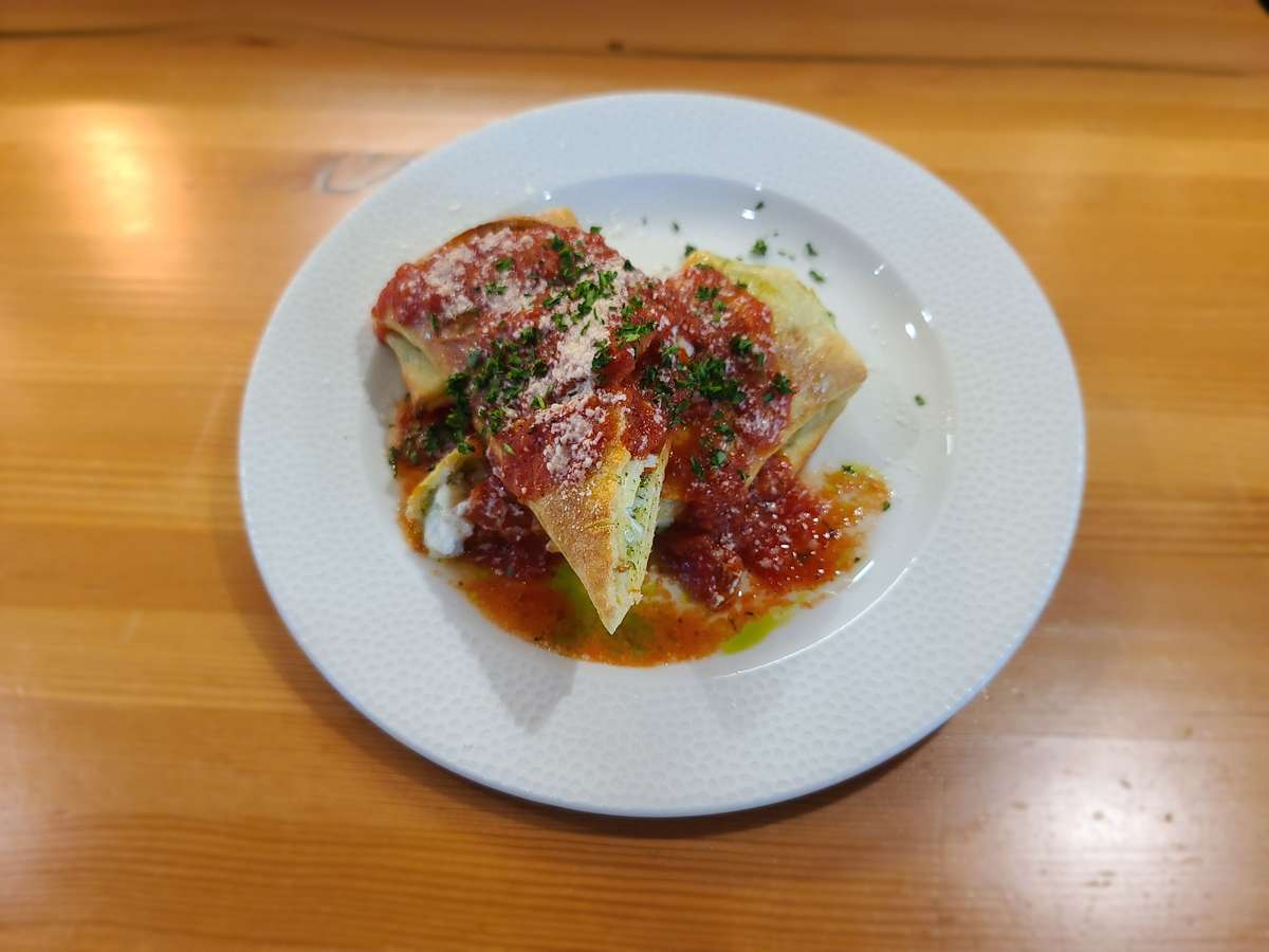 Roasted Garlic and Chicken Stromboli