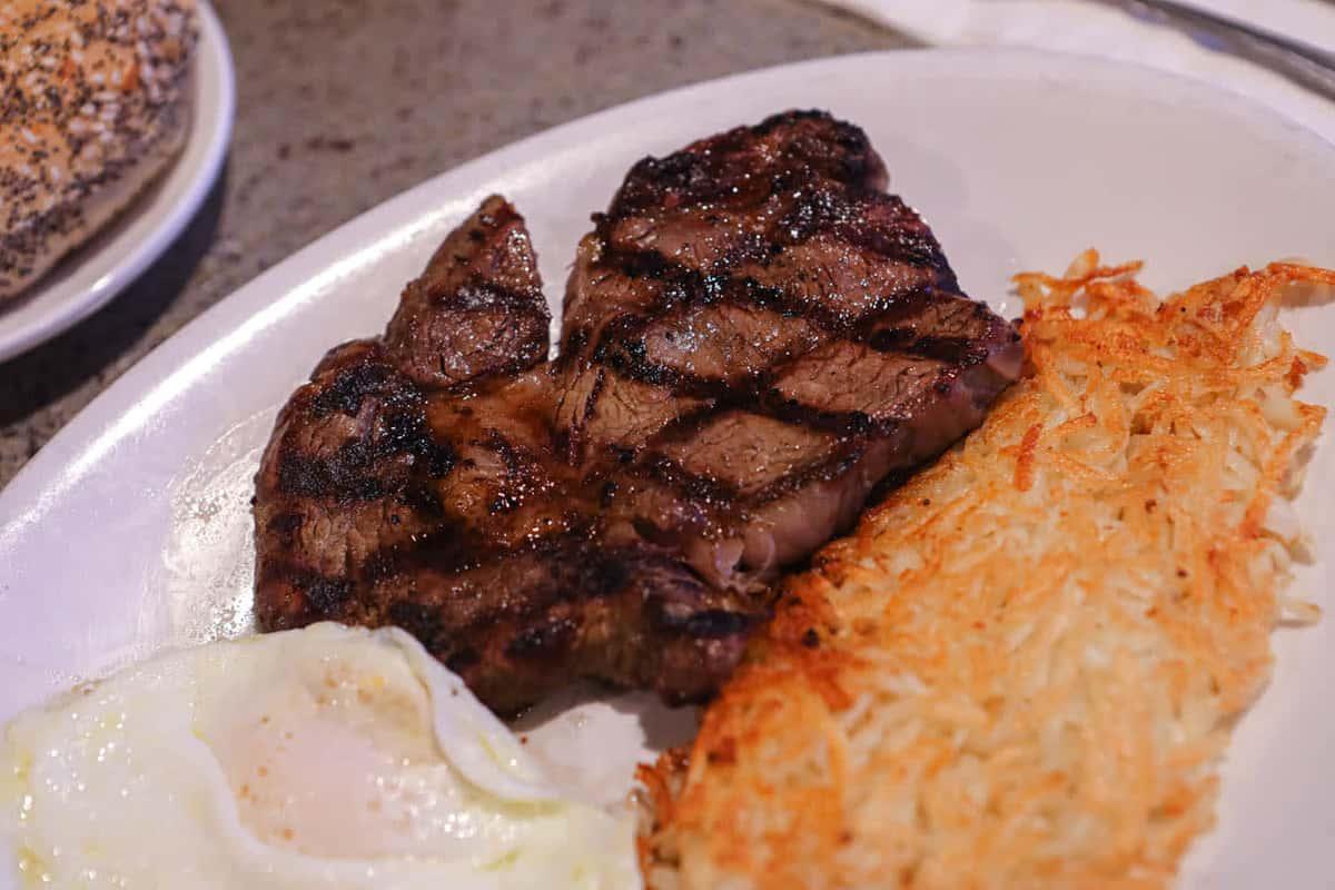 Rib eye steak and eggs (10 oz)