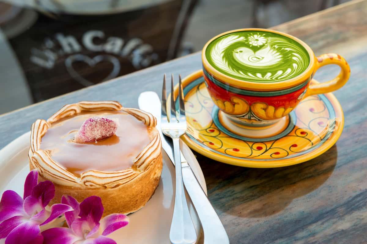Middle photo: Tre Latti Cake and Japanese Green Tea Latte.