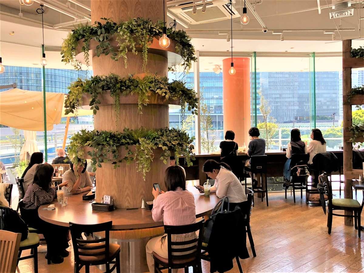 Yokohama Bay Quarter Urth Caffé interior view