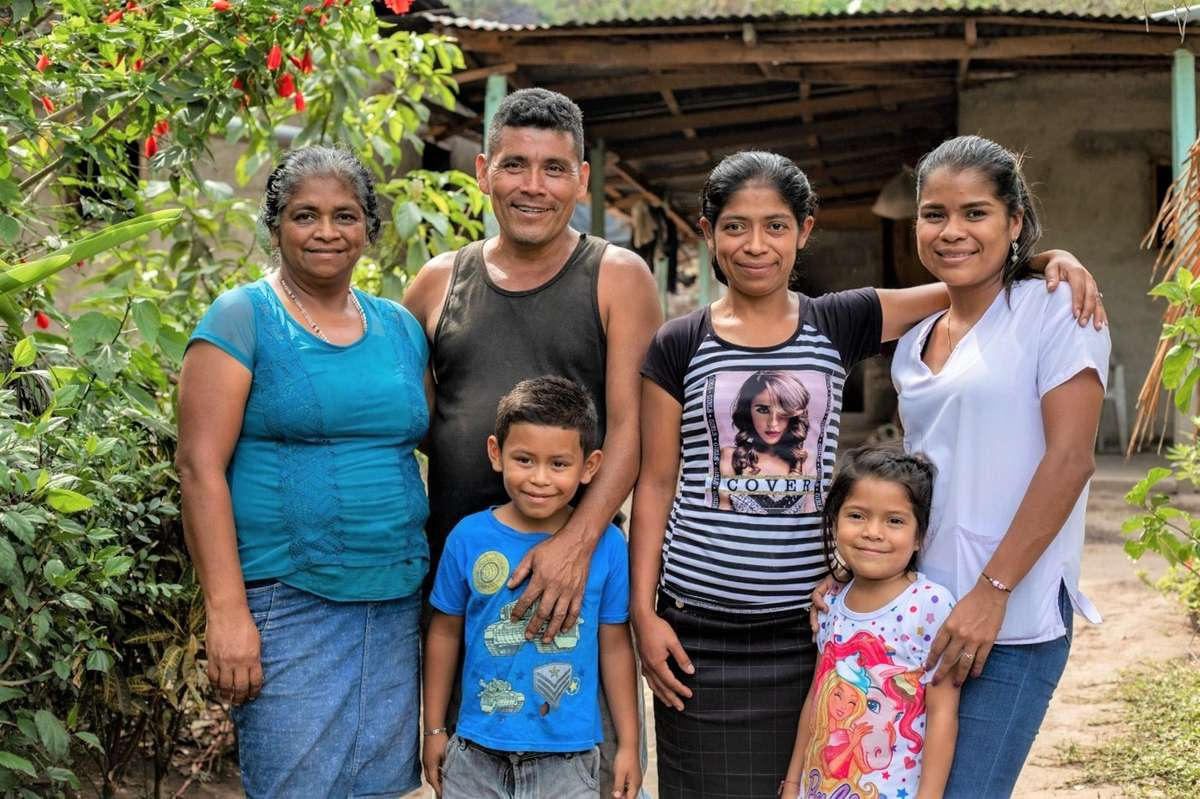 Photo of Francisco Polanco with his wife, three daughters and son in from of their farm.