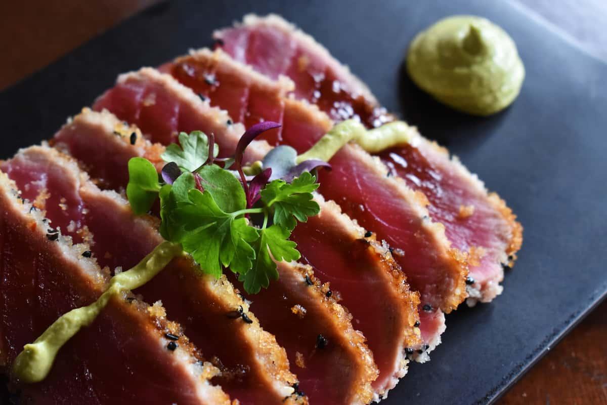 Sesame-Crusted Tuna Tataki (6 pcs)