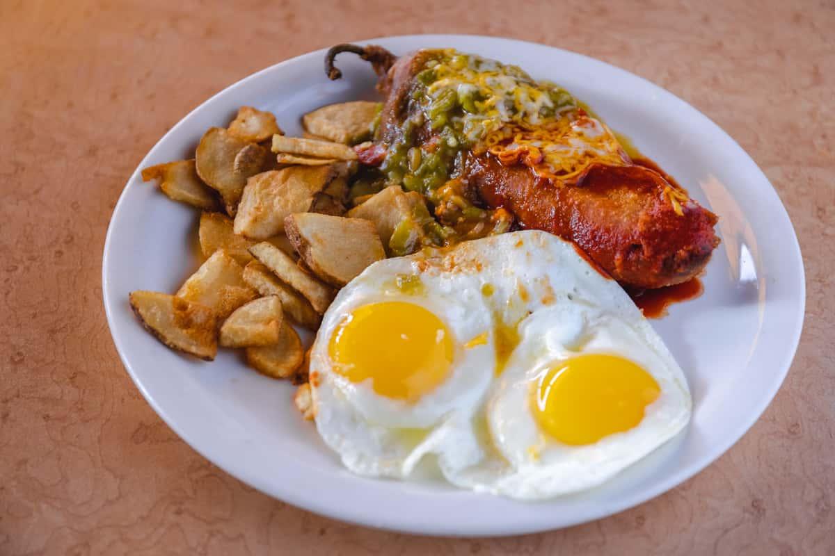 #64 Relleno & Eggs