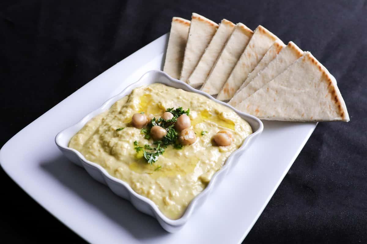 Homemade Hummus w/Greek Pita