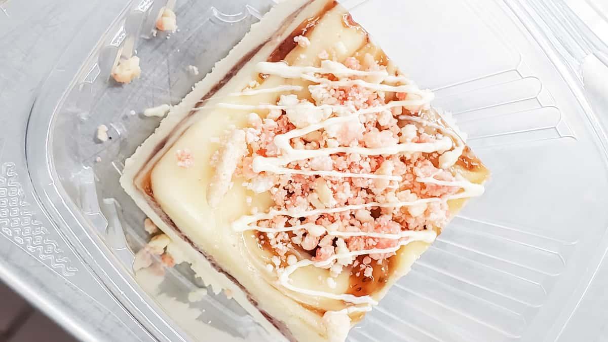 stawberry crumb cheesecake