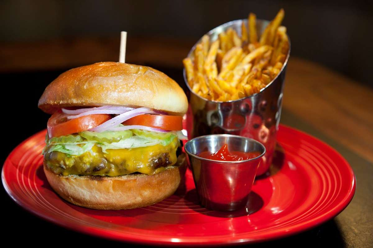 Deano's Classic Cheeseburger