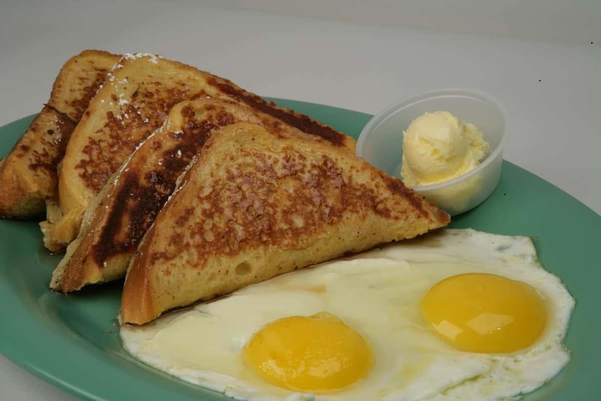 12V. French Toast & Eggs