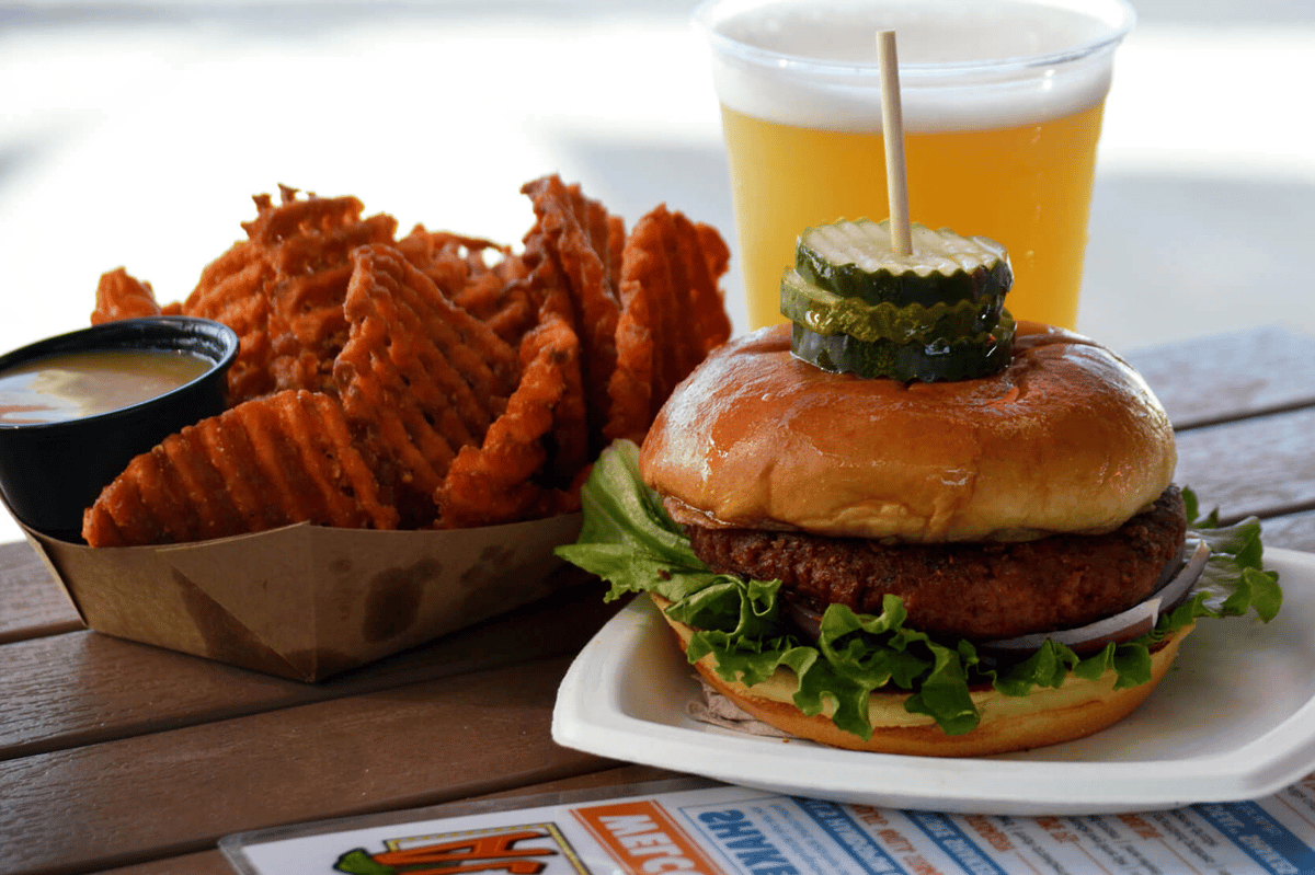 buger-beer-beach-sweet-potato-fries-on-table-min