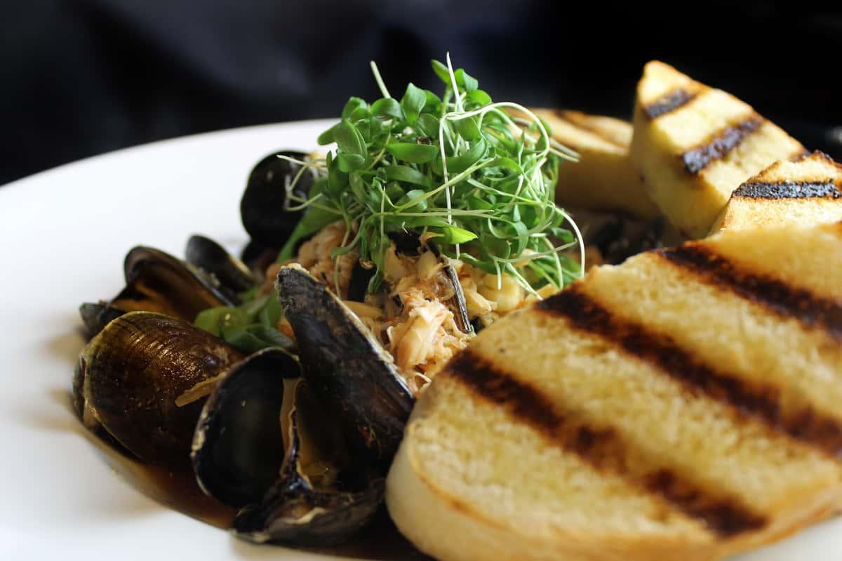 *Hong Kong Mussels