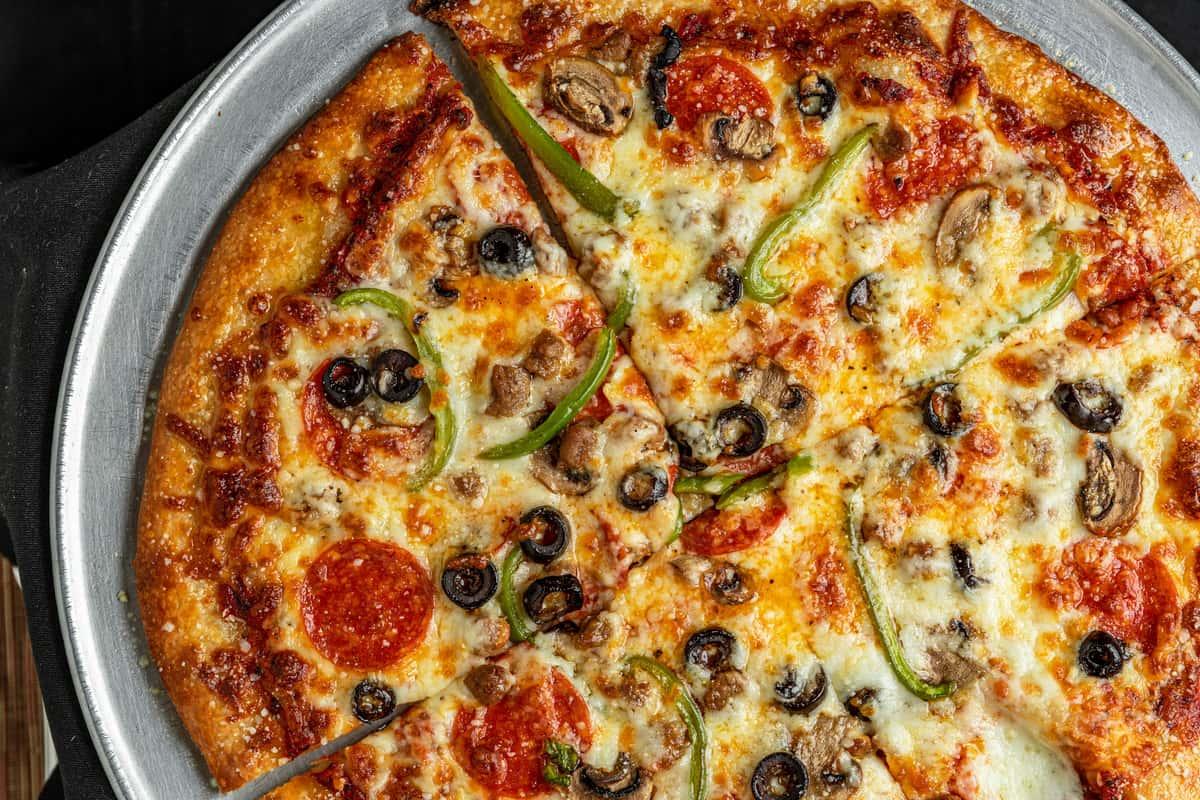 "Deluxe Pizza 16"""