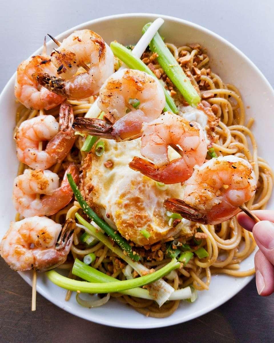 Garlic Noodle with Shrimp - Asian Fusion Restaurant & Bar
