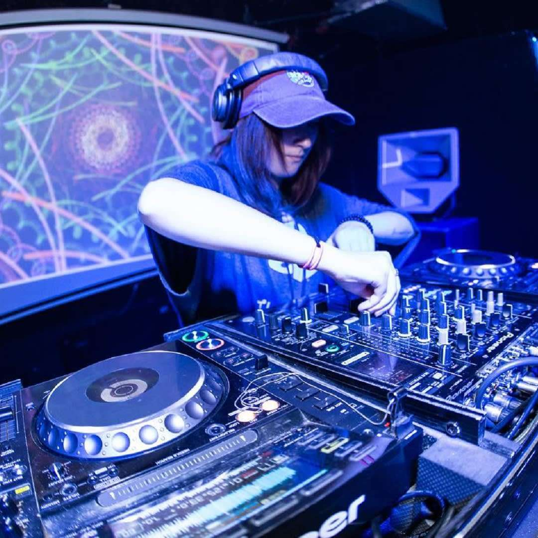 Ladies Friday Night with DJ Vyxis